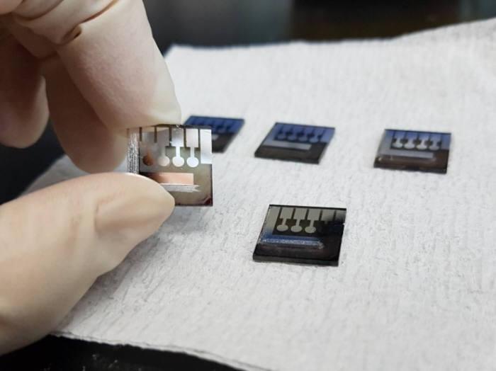 태양전지 사진 3 김진영 UNIST 교수팀이 개발한 고효율 적층형 태양전지 출처 UNIST