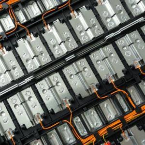 시금치 추출물 이용해 빛과 물만으로 전기 생산하는 전지